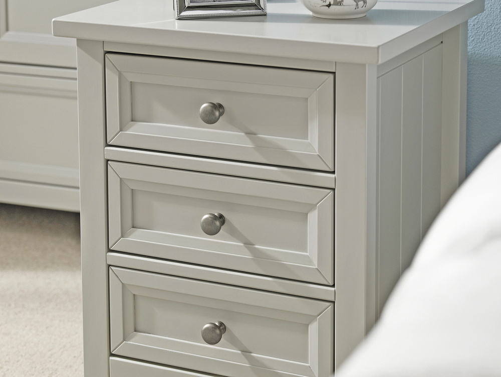 Julian Bowen Maine 3 Drawer Bedside Cabinet